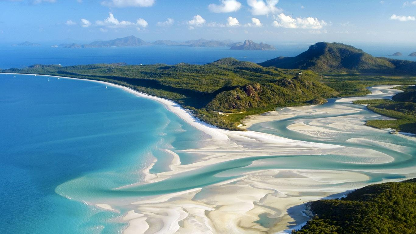 aerial_shot_whitehaven_beach_whitsunday_island_off_queensland_australia_20120920