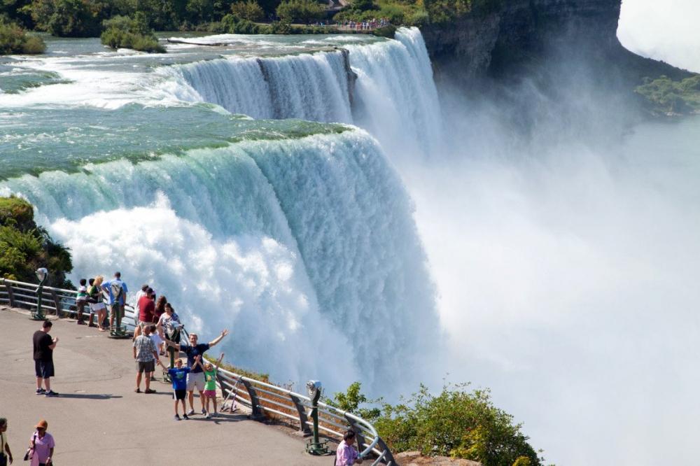 Tham quan thác nước Niagara, Canada và khám phá trò chơi cảm giác mạnh