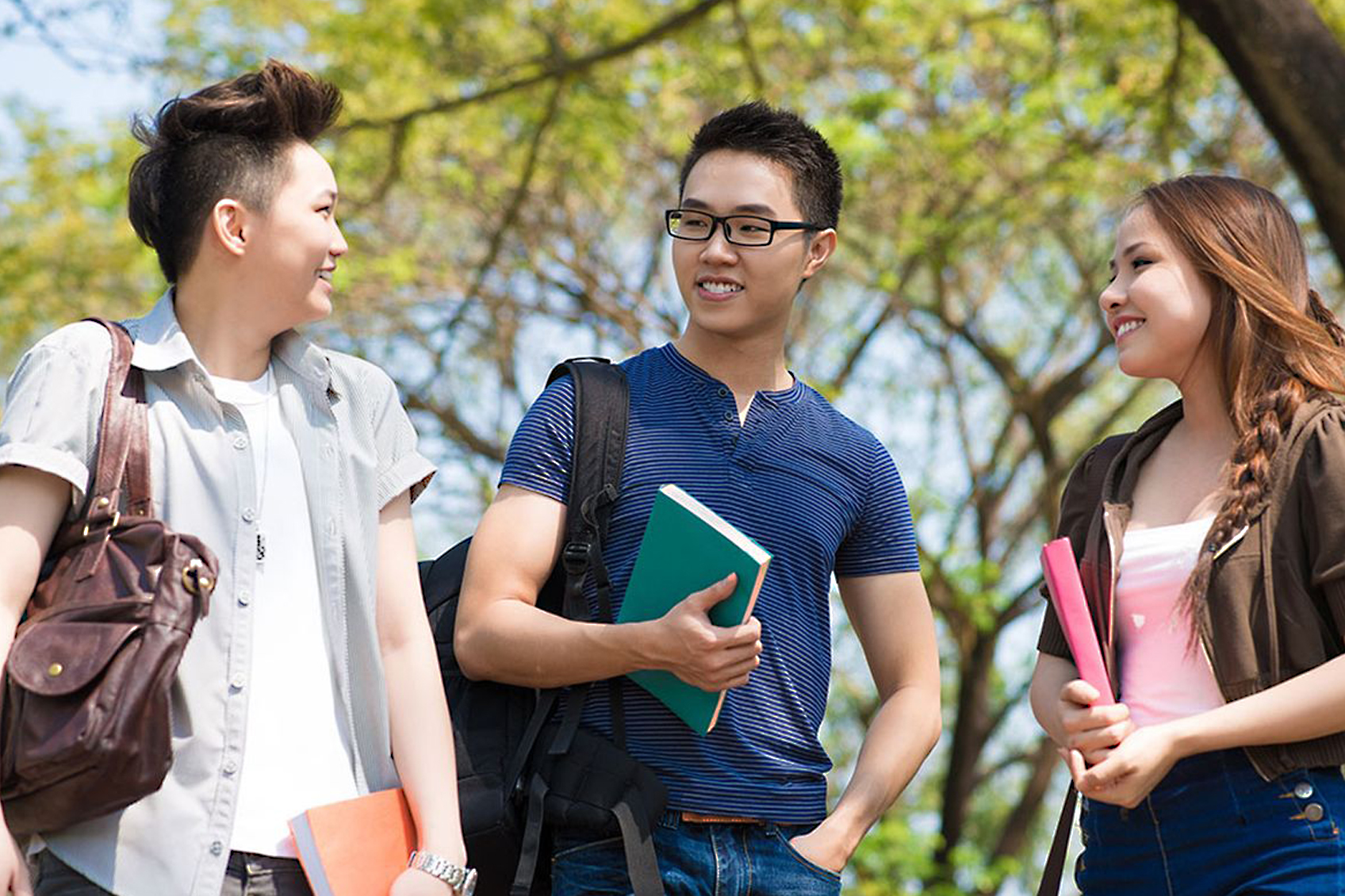 international-students-chatting-outside_int_full