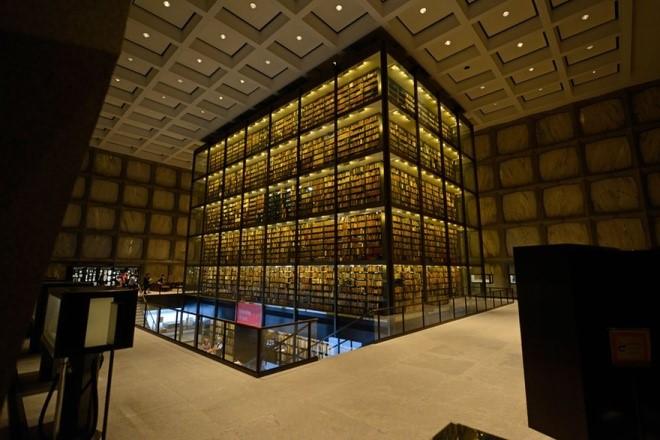 Thư viện Sách hiếm Beinecke nằm ở Đại học Yale