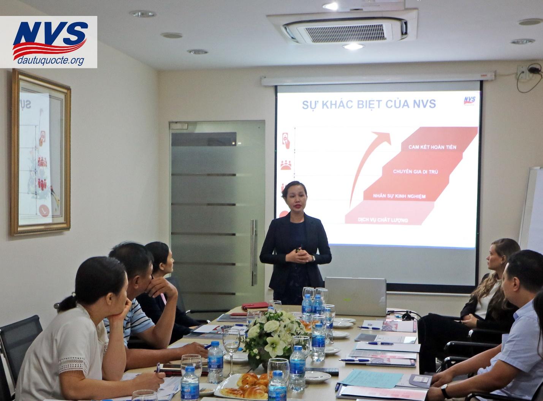 Đại diện NVS – Giám đốc xử lý hồ sơ Ms Julie (Cẩm Vân)