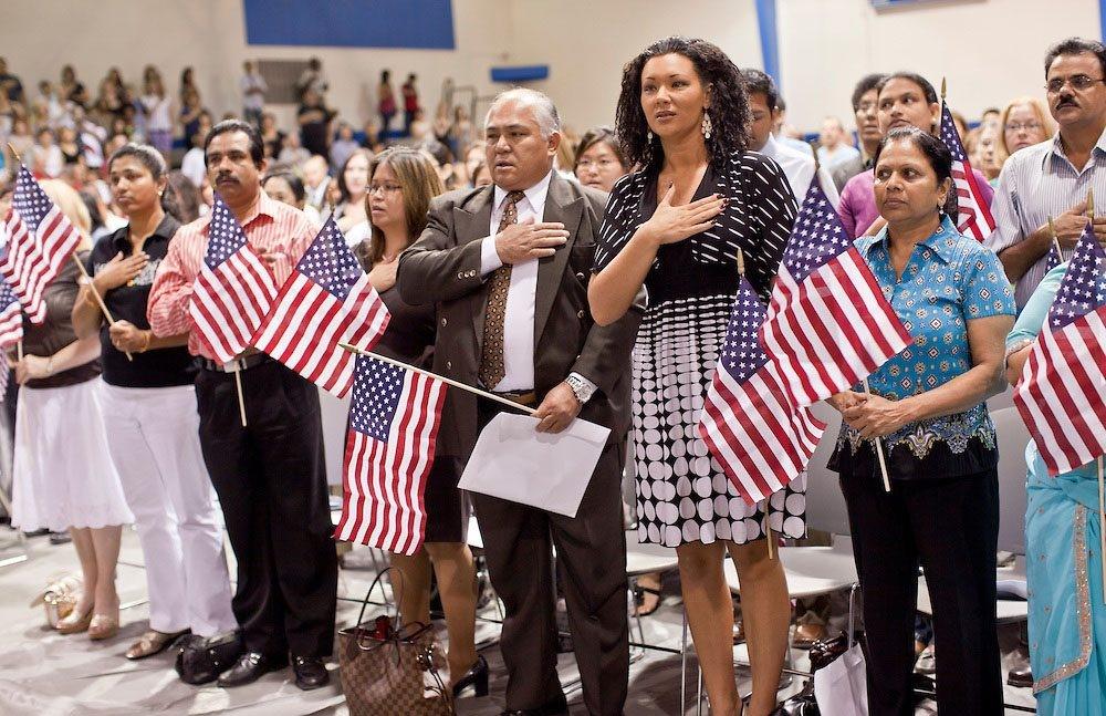 Trẻ em sinh ra trên đất mỹ có được mang quốc tịch Mỹ?