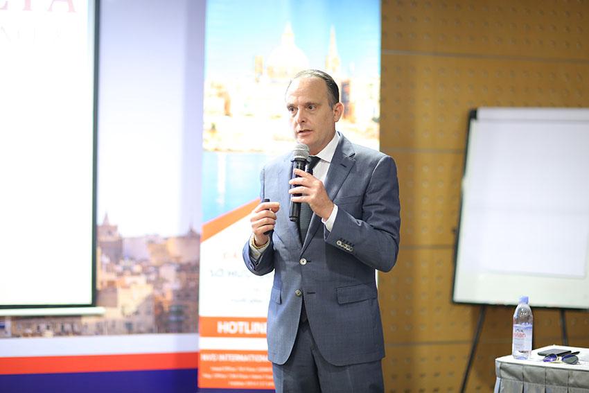 Ngài Trafford Busuttil CEO tập đoàn Go2Europe giới thiệu đất nước Malta và chương trình đầu tư trái phiếu.