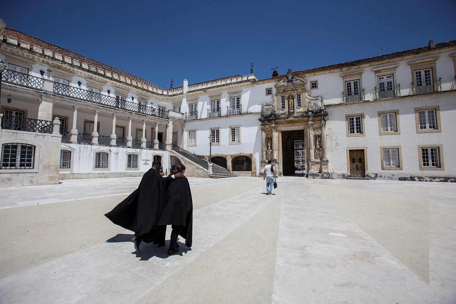 Đại học Coimbra một trong những cơ sở giáo dục đại học lớn nhất Bồ Đào Nha