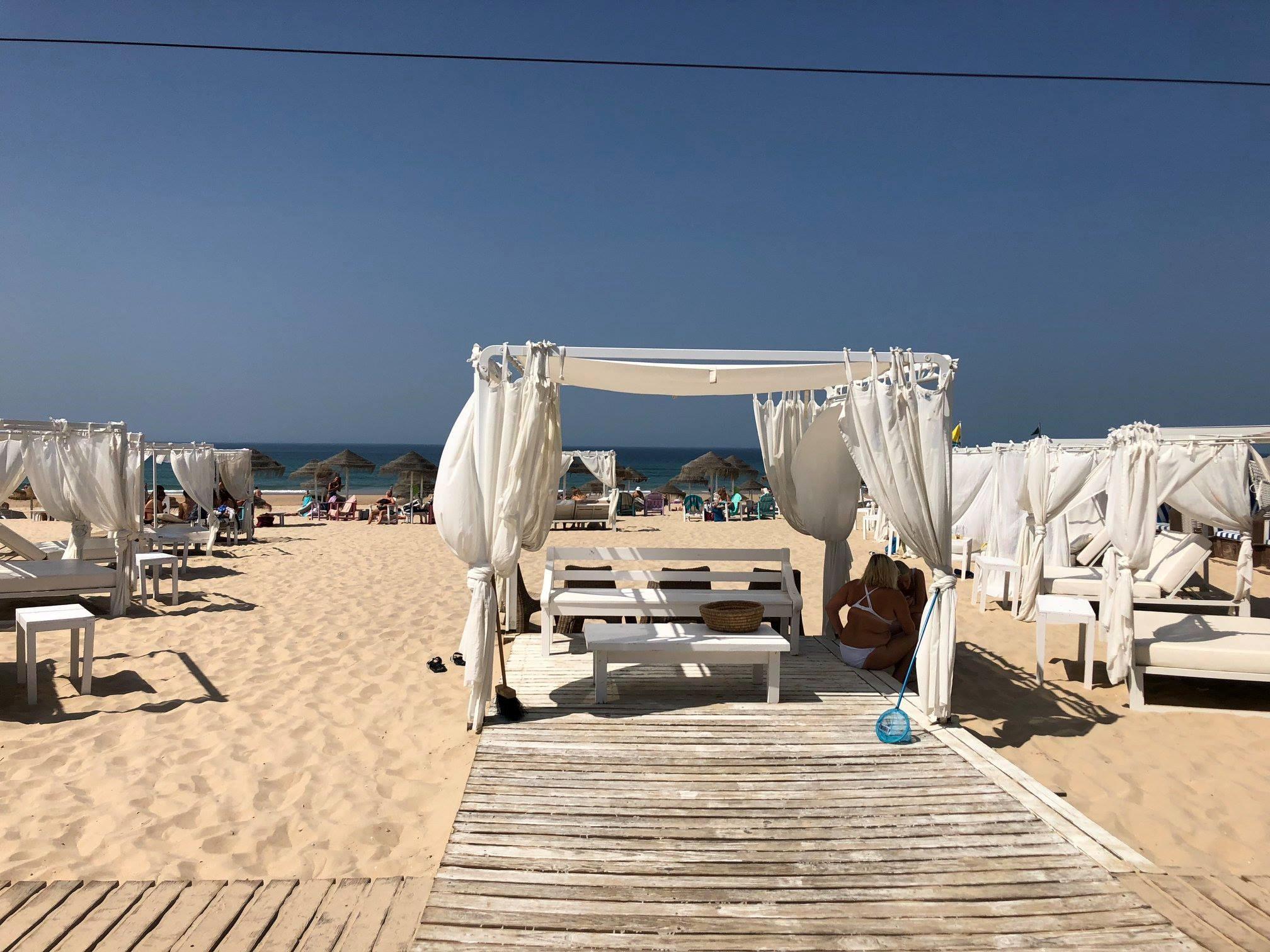Bãi biển Bồ Đào Nha mùa hè rực rỡ