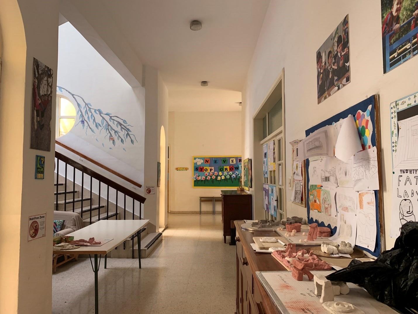Bên trong một trường tiểu học – Hình trong chuyến khảo sát của NVS