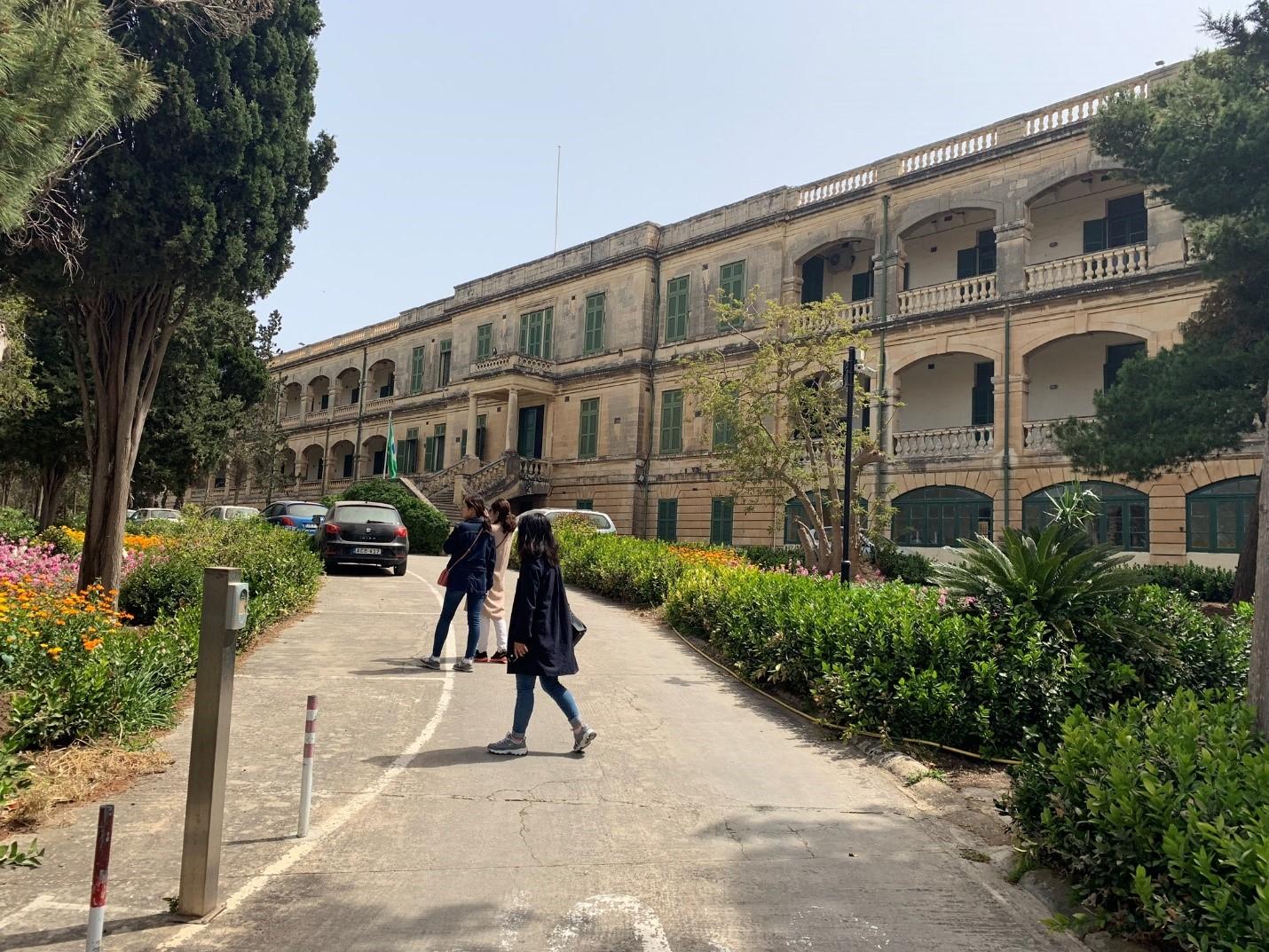 Một trường đại học tại Malta – Hình trong chuyến khảo sát của NVS