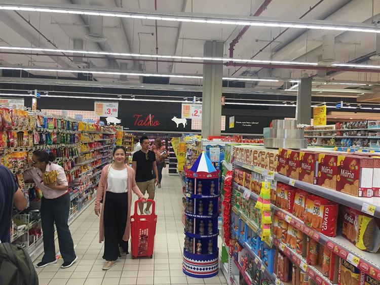 Thực phẩm tại các siêu thị khá rẻ – Hình từ chuyến khảo sát của NVS
