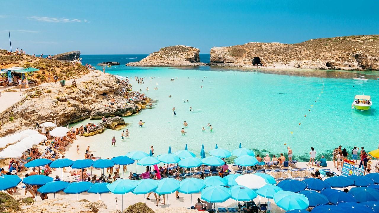 Bãi biển luôn đông người dù mùa nào trong năm