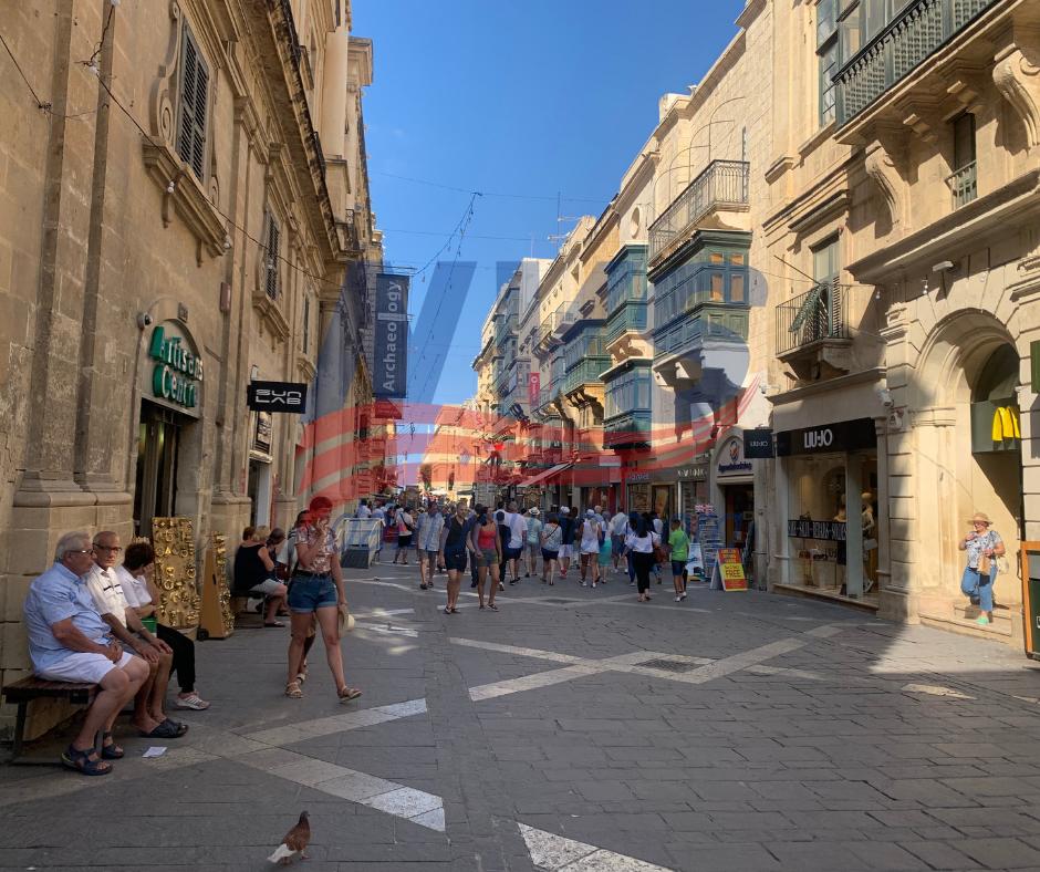 Đường phố sạch đẹp dù đông khách du lịch