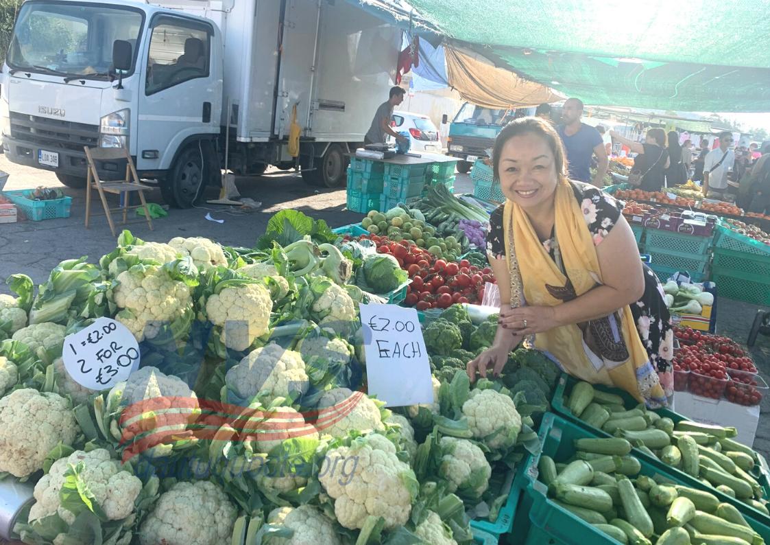 Khảo sát khu chợ của người dân bản xứ, giá cả phải chăng thực phẩm sạch, tươi, ngon