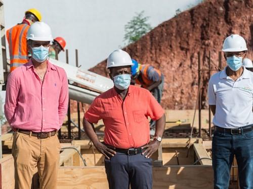Thủ tướng, Tiến sĩ Danh dự Keith Mitchell, cùng với Đại diện Quốc hội trong khu vực, Nickolas Steele, đã đi thăm Dự án Vịnh Kimpton Kawana gần đây.