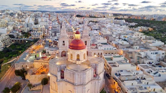 Cách nhanh chóng và đơn giản nhất để có được quốc tịch Malta là tham gia chương trình đầu tư