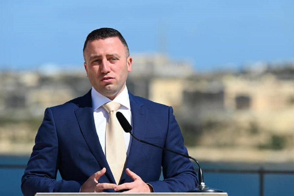 Bộ trưởng Du lịch Clayton Bartolo cho biết Malta sẽ là một trong những quốc gia đầu tiên áp dụng chứng nhận vắc xin COVID-19