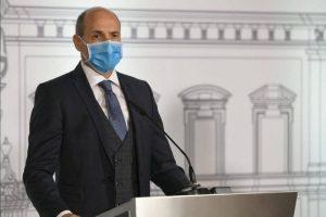 Bộ trưởng Y tế Chris Fearne cho biết Malta là quốc gia EU đầu tiên chuẩn bị tiêm vắc-xin Covid-19 cho công dân 16 tuổi