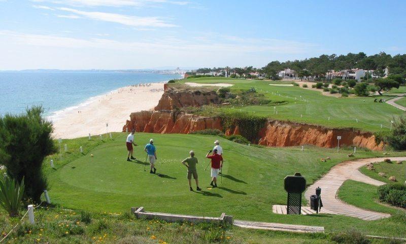Dự án cách bãi biển 12 phút và gần 3 sân golf nổi tiếng của Algarve